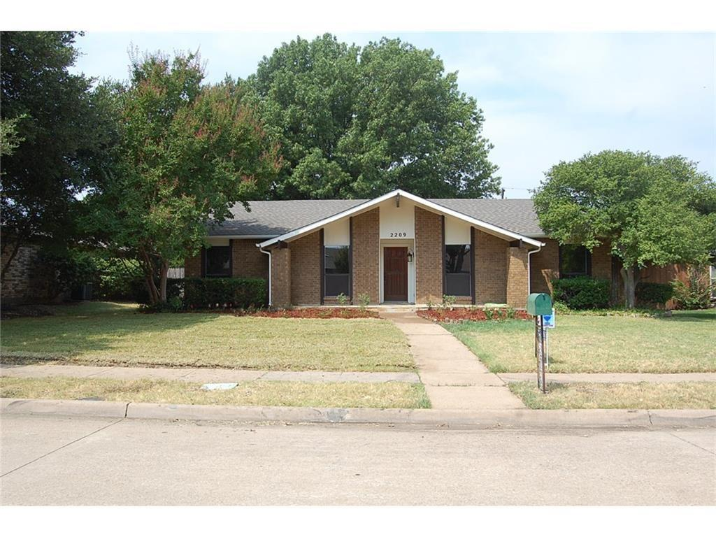 2209 Travis  Drive, Plano, Texas 75093 - Acquisto Real Estate best plano realtor mike Shepherd home owners association expert