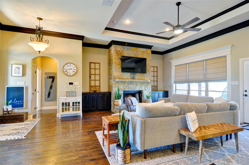 109 Golfers Way, Azle, Texas 76020 - acquisto real estate best celina realtor logan lawrence best dressed realtor