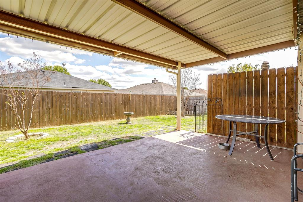 2529 Castle Pines Drive, Burleson, Texas 76028 - acquisto real estate best plano real estate agent mike shepherd