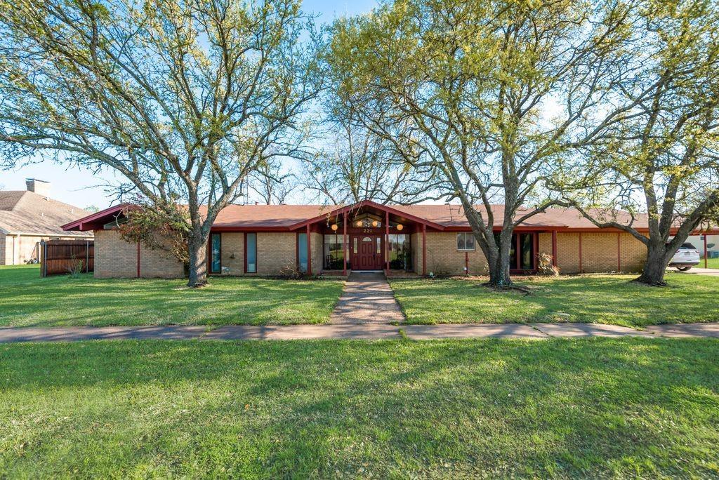 221 Laurel Lane, Fairfield, Texas 75840 - acquisto real estate best prosper realtor susan cancemi windfarms realtor