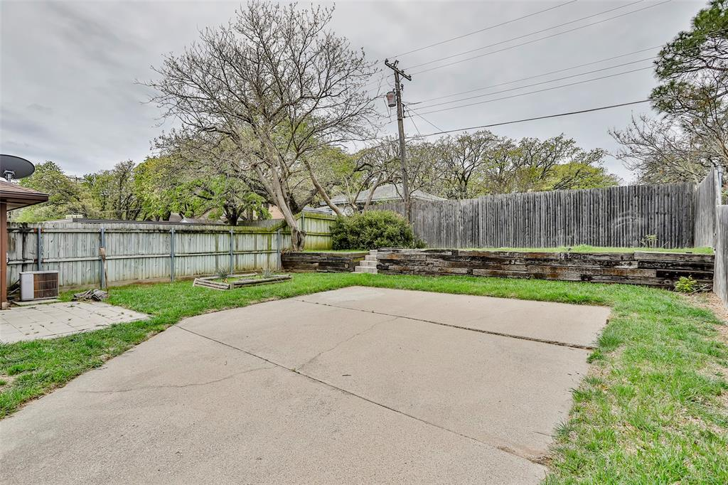 1041 Stableway Lane, Bedford, Texas 76022 - acquisto real estate best frisco real estate broker in texas for high net worth buyers