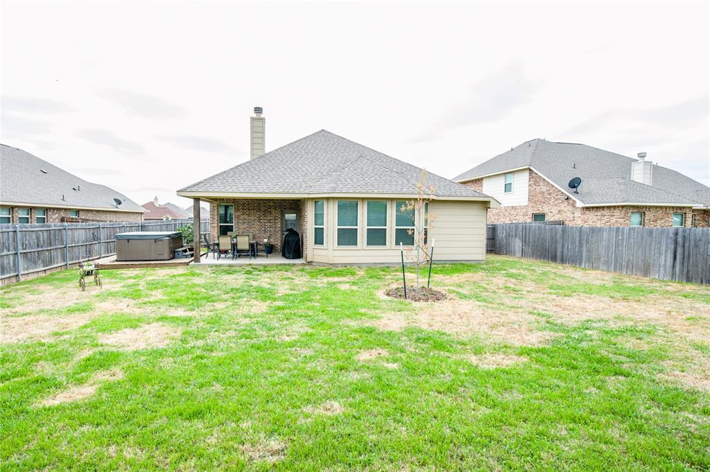 1604 Pacific Avenue, Ennis, Texas 75119 - acquisto real estate best negotiating realtor linda miller declutter realtor