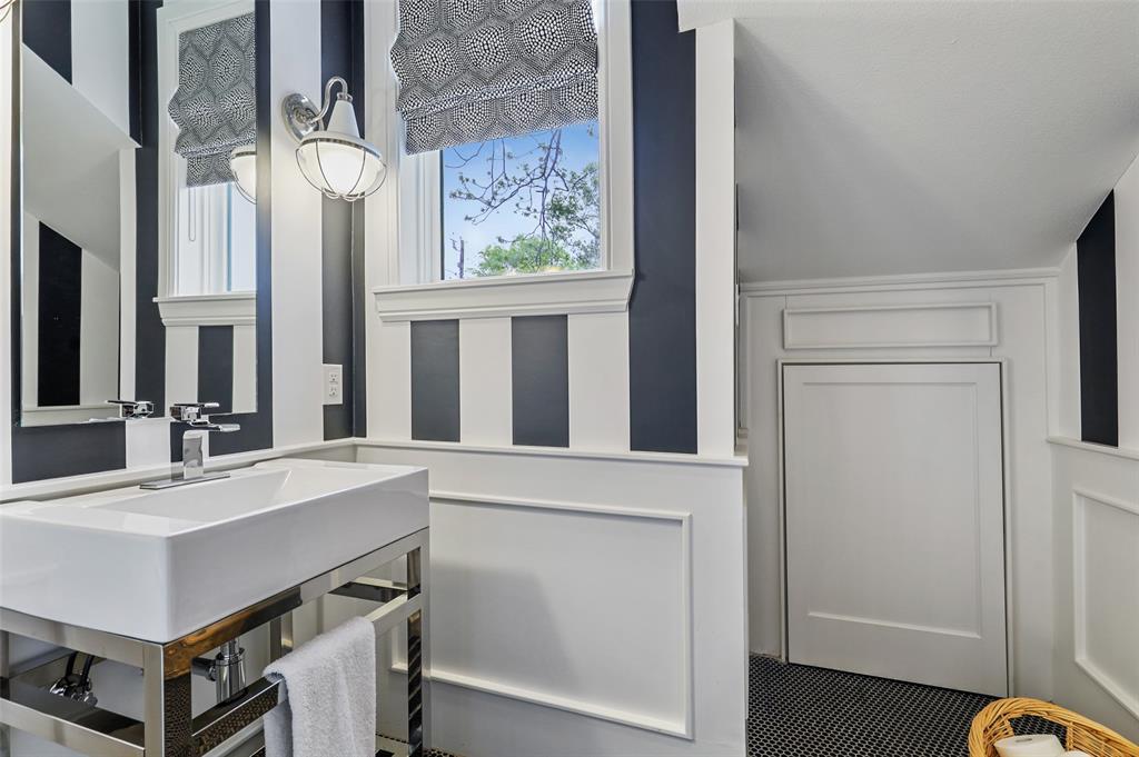 560 Northlake  Drive, Dallas, Texas 75218 - acquisto real estate best photos for luxury listings amy gasperini quick sale real estate