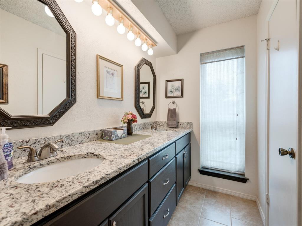 425 Mountainview Drive, Hurst, Texas 76054 - acquisto real estate best frisco real estate broker in texas for high net worth buyers