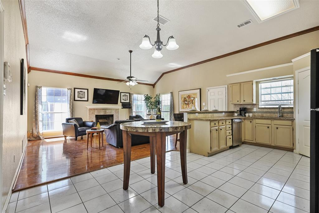 604 Austin Drive, DeSoto, Texas 75115 - acquisto real estate best real estate company to work for