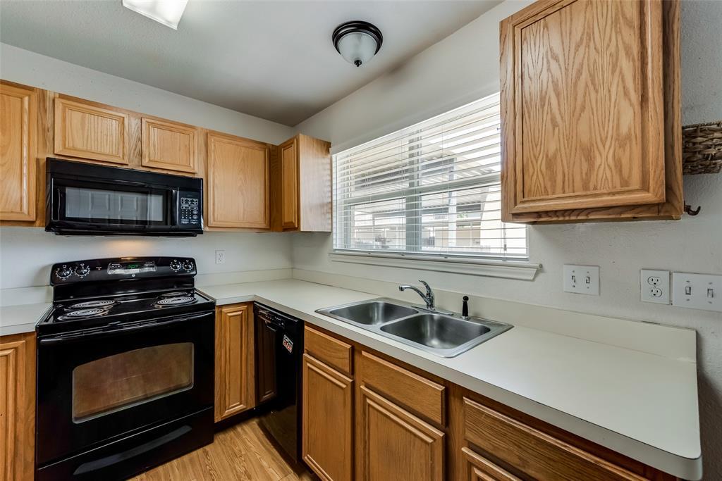 27 Mountain Creek  Court, Grand Prairie, Texas 75052 - acquisto real estate best celina realtor logan lawrence best dressed realtor