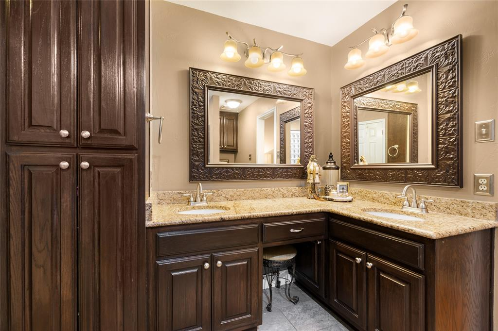 2709 Whitby  Lane, Grapevine, Texas 76051 - acquisto real estate best frisco real estate agent amy gasperini panther creek realtor