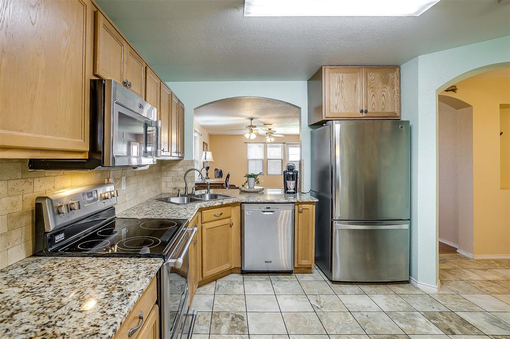 2529 Castle Pines Drive, Burleson, Texas 76028 - acquisto real estate best real estate company to work for