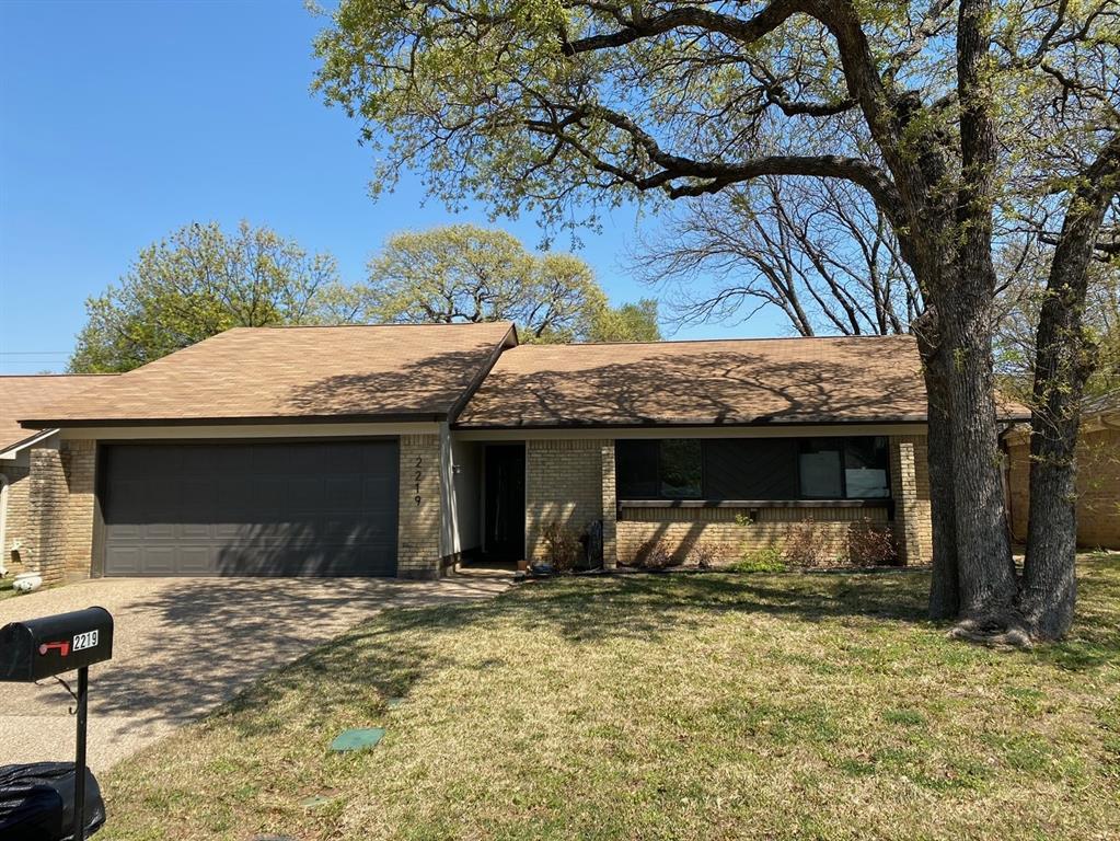 2219 Park Springs Court, Arlington, Texas 76013 - Acquisto Real Estate best plano realtor mike Shepherd home owners association expert