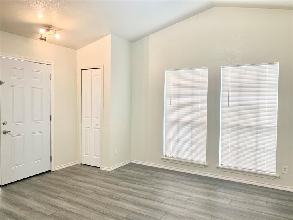 312 Navarro  Lane, Grand Prairie, Texas 75052 - acquisto real estate best realtor foreclosure real estate mike shepeherd walnut grove realtor
