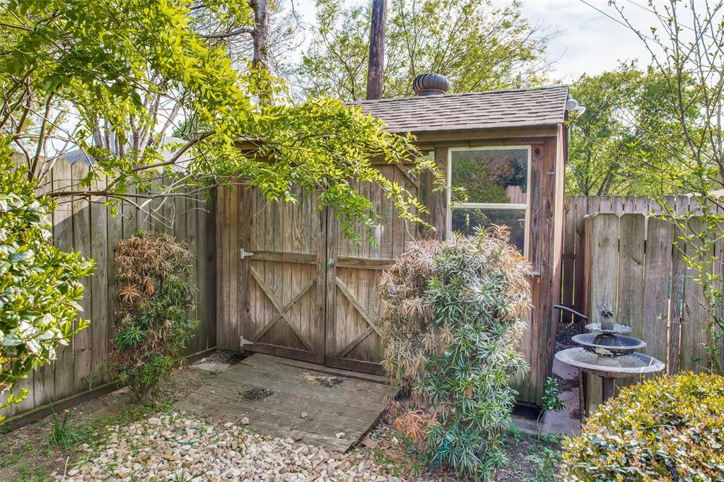 1305 Belvon Place, Cleburne, Texas 76033 - acquisto real estate best photo company frisco 3d listings