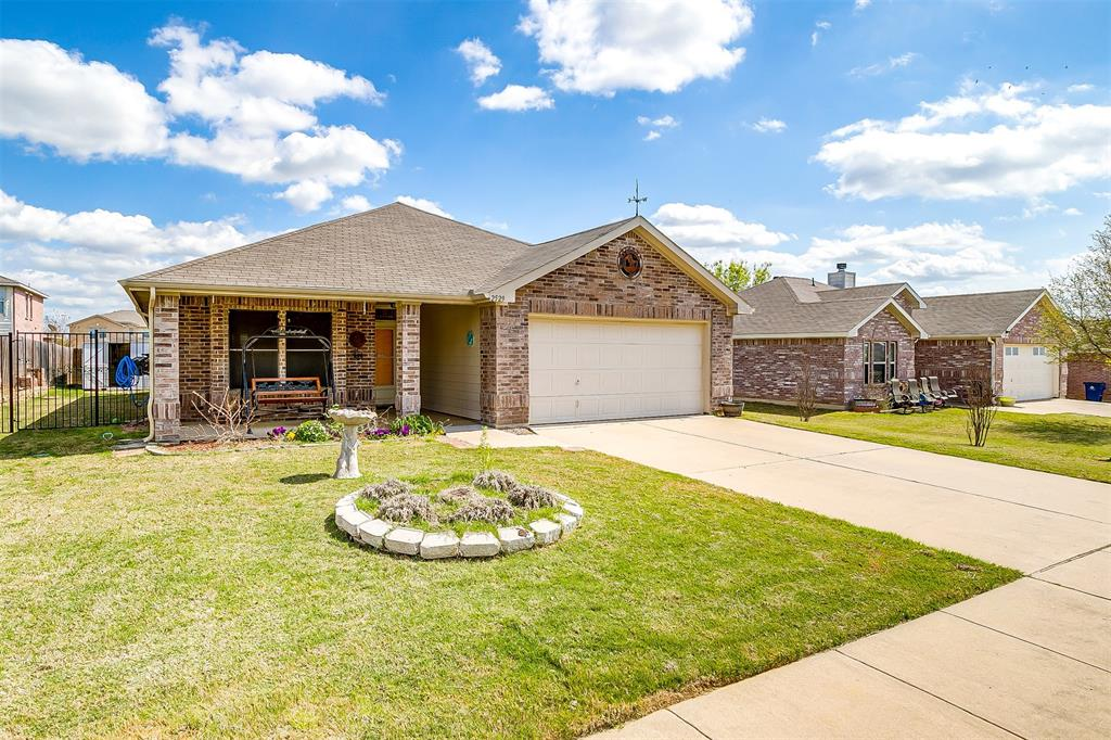 2529 Castle Pines Drive, Burleson, Texas 76028 - acquisto real estate best allen realtor kim miller hunters creek expert