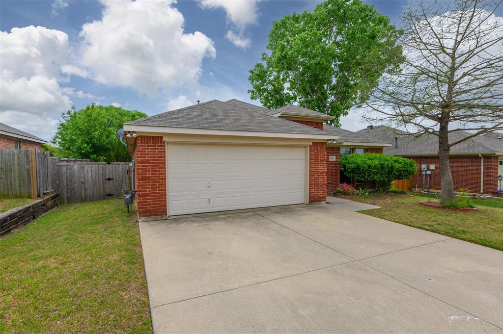 2616 Hilcroft Avenue, Denton, Texas 76210 - Acquisto Real Estate best frisco realtor Amy Gasperini 1031 exchange expert