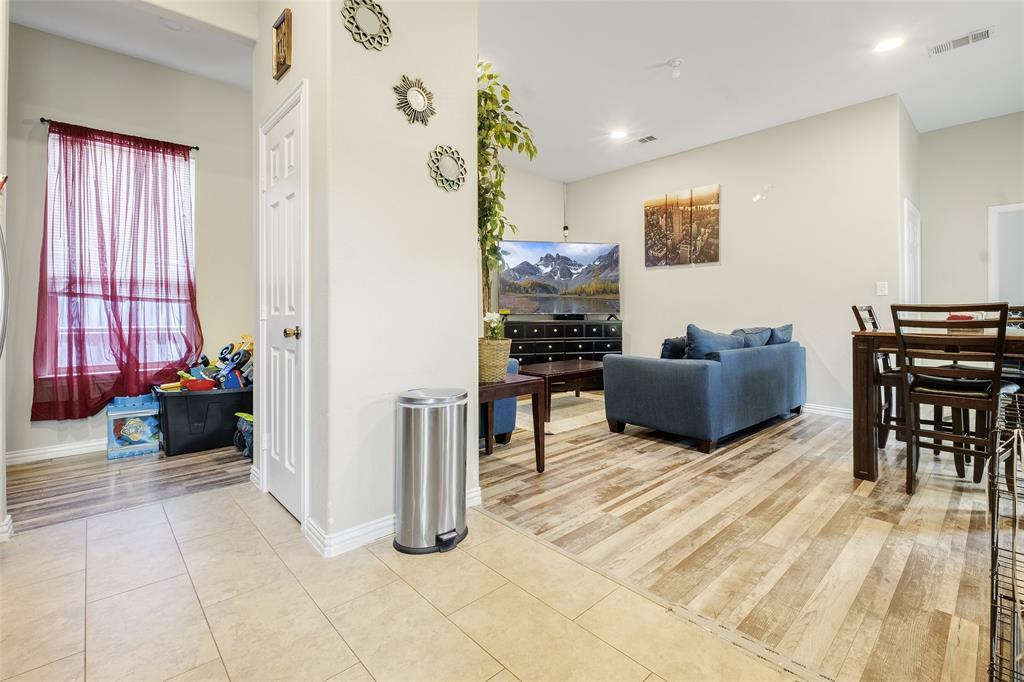8102 Suetelle  Drive, Dallas, Texas 75217 - acquisto real estate best listing agent in the nation shana acquisto estate realtor