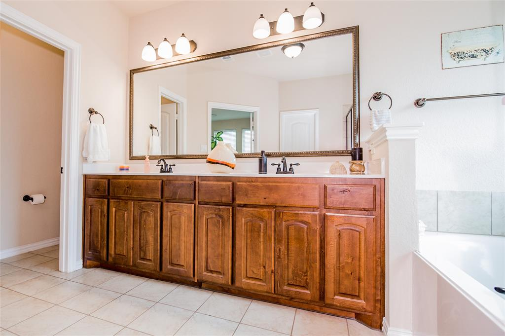 1604 Pacific Avenue, Ennis, Texas 75119 - acquisto real estate best realtor dallas texas linda miller agent for cultural buyers