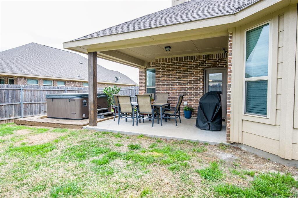 1604 Pacific Avenue, Ennis, Texas 75119 - acquisto real estate best plano real estate agent mike shepherd