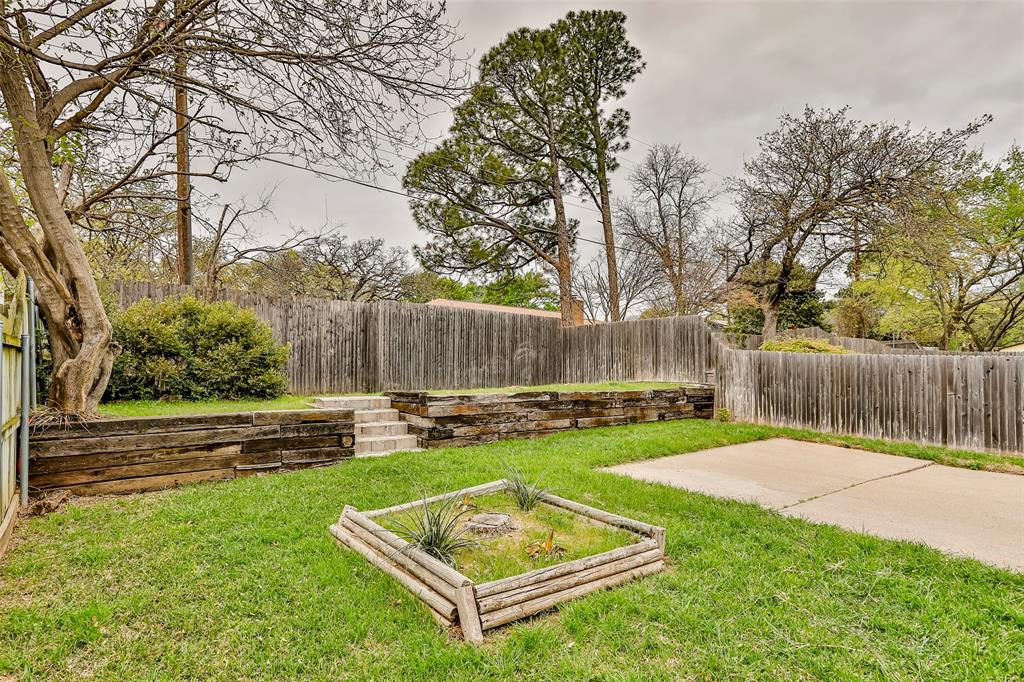 1041 Stableway Lane, Bedford, Texas 76022 - acquisto real estate best realtor westlake susan cancemi kind realtor of the year