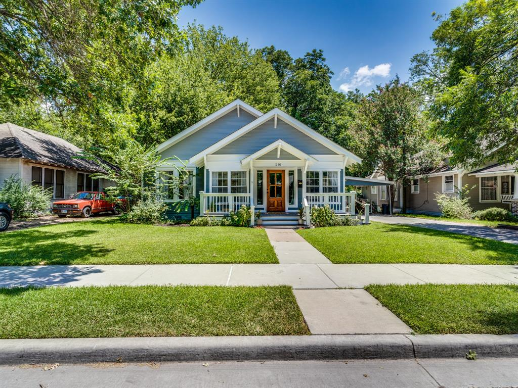 210 Virginia  Avenue, Waxahachie, Texas 75165 - Acquisto Real Estate best plano realtor mike Shepherd home owners association expert