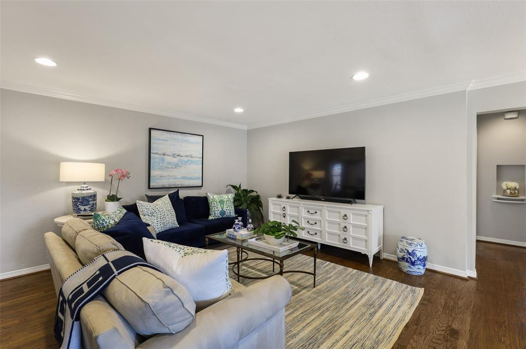 6843 La Vista  Drive, Dallas, Texas 75214 - acquisto real estate best celina realtor logan lawrence best dressed realtor