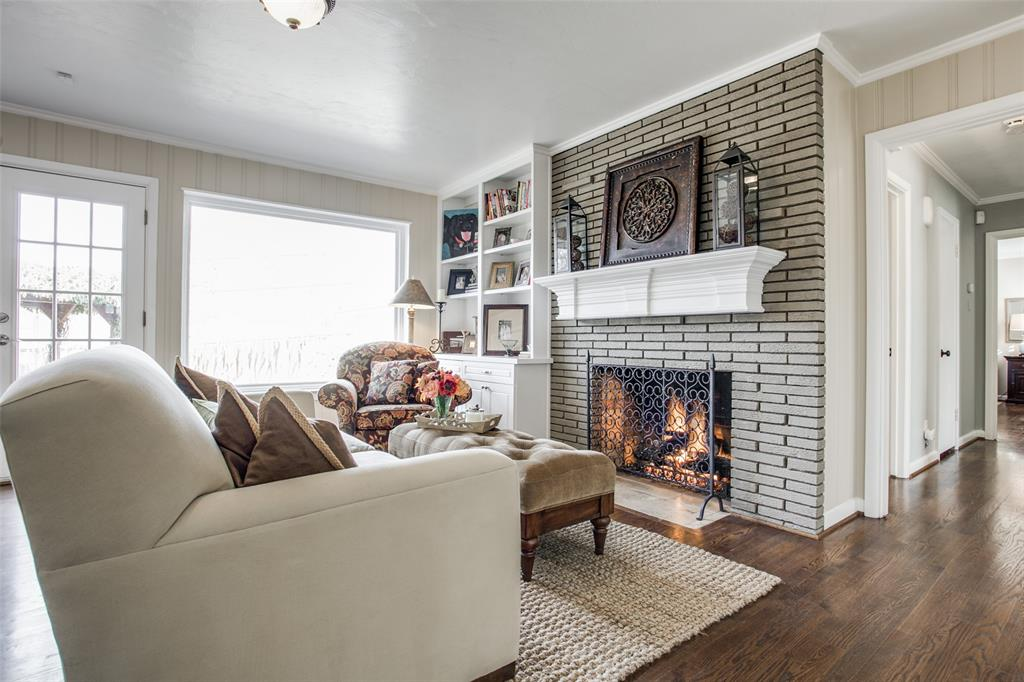 10005 Lakedale Drive, Dallas, Texas 75218 - acquisto real estate best style realtor kim miller best real estate reviews dfw