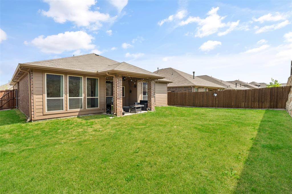 9145 Bronze Meadow  Drive, Fort Worth, Texas 76131 - acquisto real estate best realtor foreclosure real estate mike shepeherd walnut grove realtor