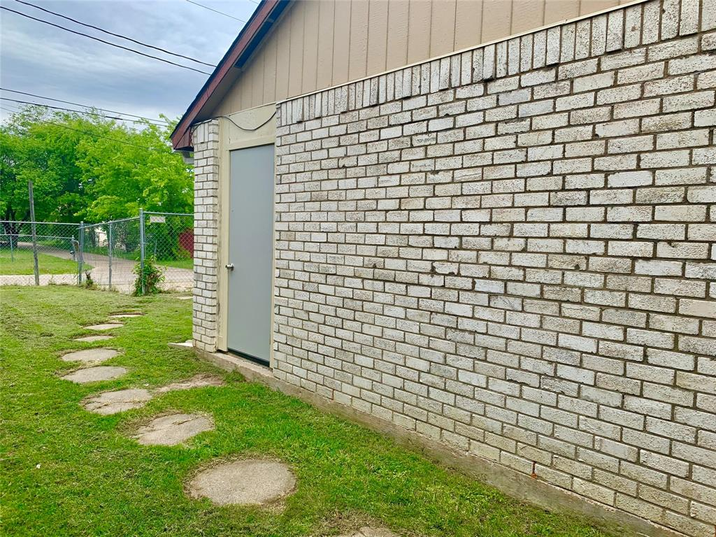 312 Navarro  Lane, Grand Prairie, Texas 75052 - acquisto real estate best negotiating realtor linda miller declutter realtor