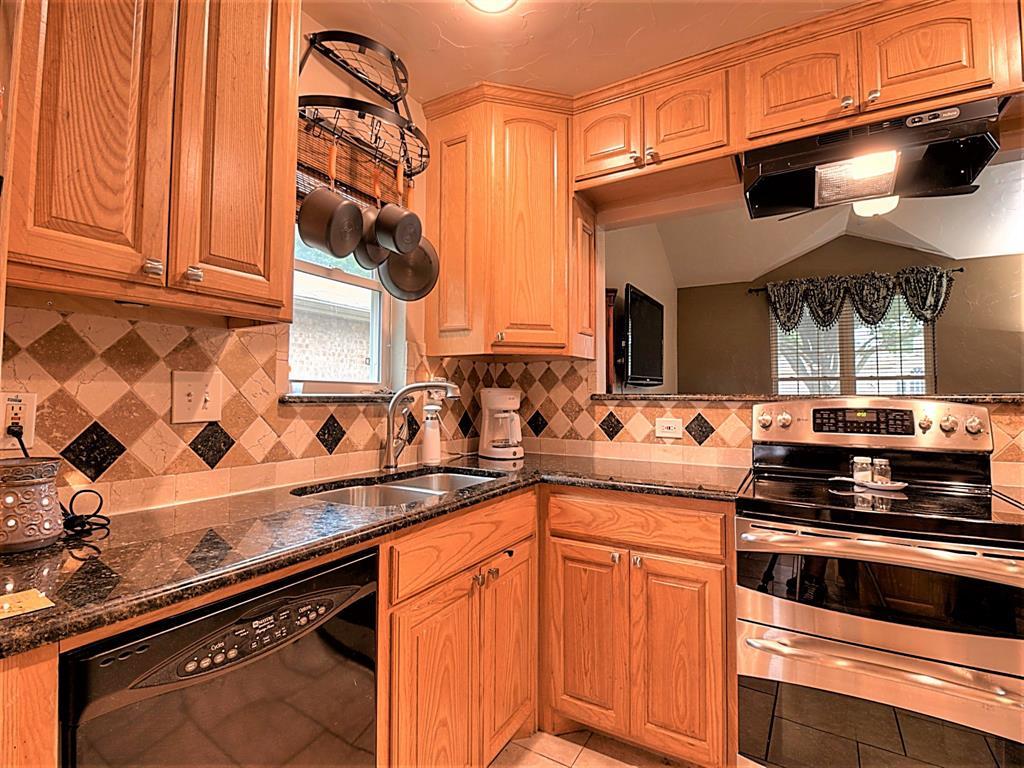 616 Creekview  Drive, Burleson, Texas 76028 - acquisto real estate best luxury buyers agent in texas shana acquisto inheritance realtor