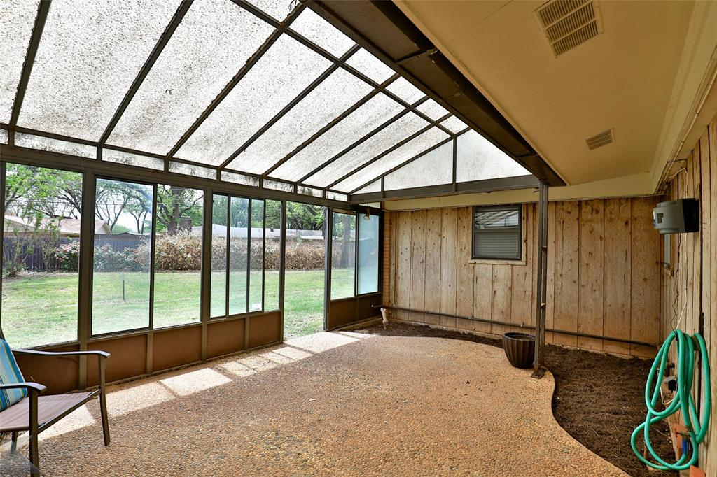 2215 Oakwood  Lane, Abilene, Texas 79605 - acquisto real estate best plano real estate agent mike shepherd
