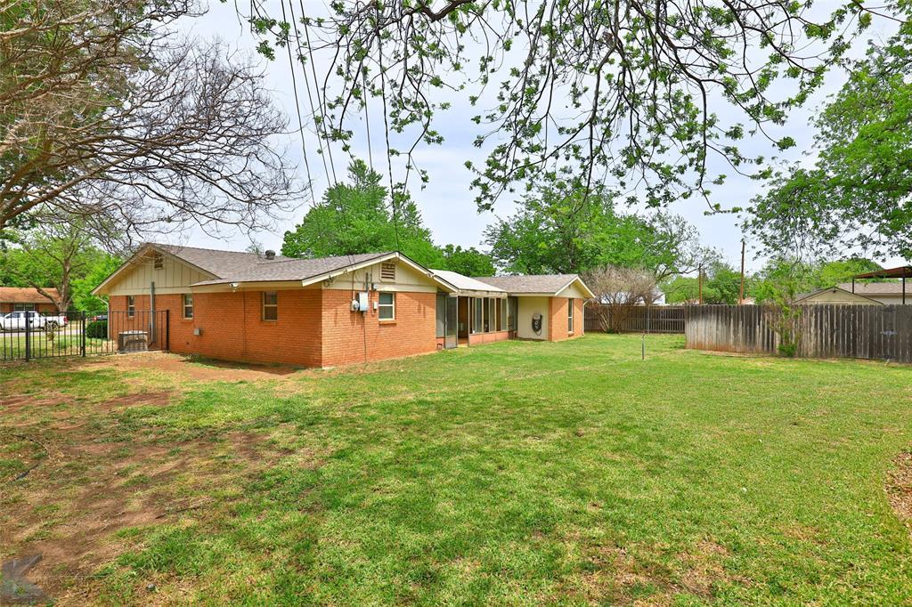 2215 Oakwood  Lane, Abilene, Texas 79605 - acquisto real estate mvp award real estate logan lawrence