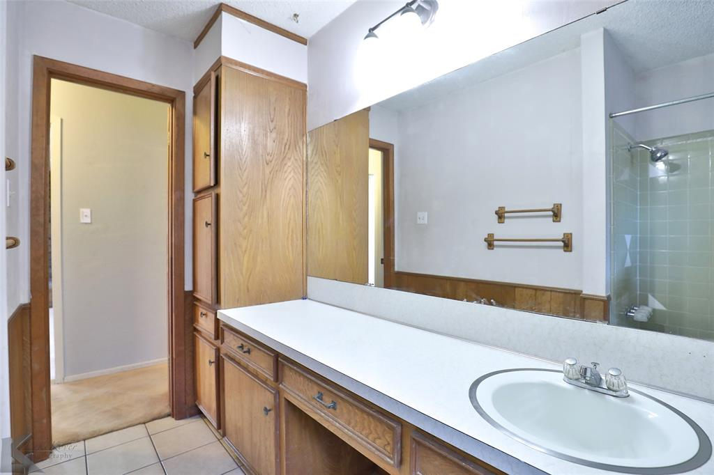 2909 21st  Street, Abilene, Texas 79605 - acquisto real estate best celina realtor logan lawrence best dressed realtor