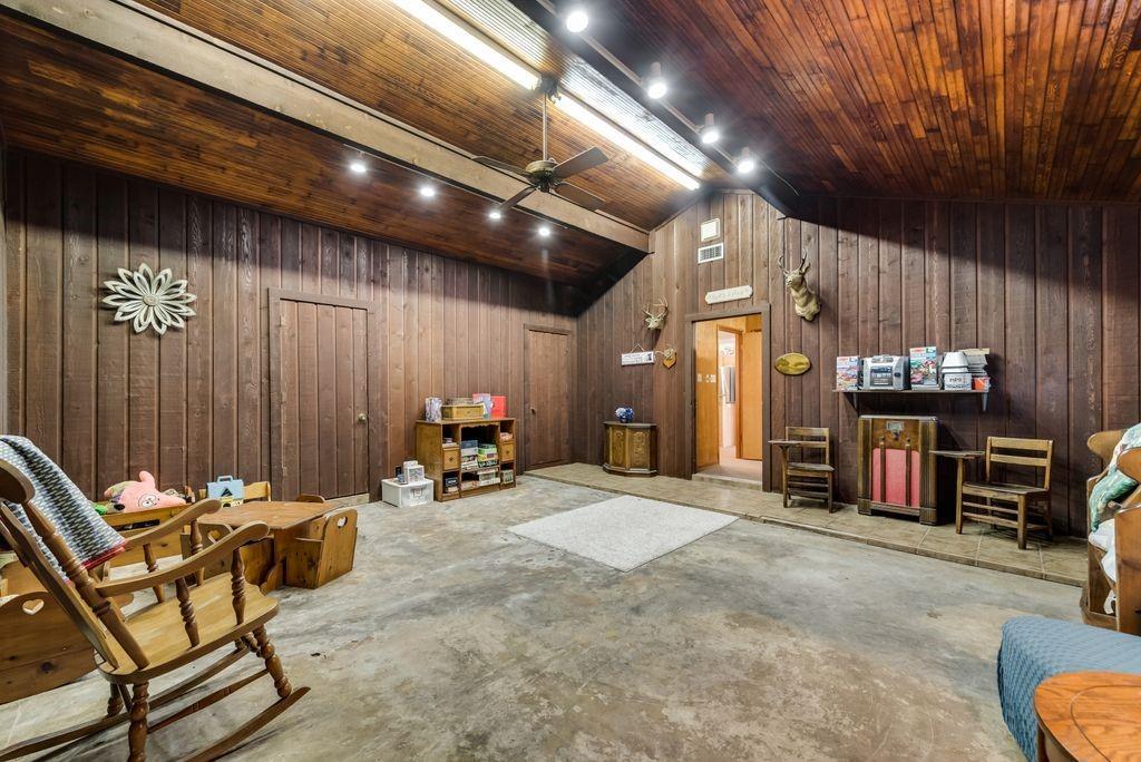 221 Laurel Lane, Fairfield, Texas 75840 - acquisto real estate best realtor foreclosure real estate mike shepeherd walnut grove realtor