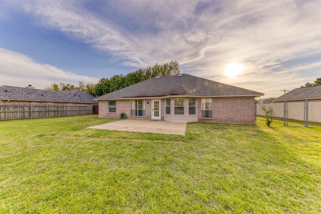1029 Calinco  Drive, Granbury, Texas 76048 - acquisto real estate best photo company frisco 3d listings
