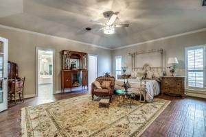 9631 Hilldale  Drive, Dallas, Texas 75231 - acquisto real estate best realtor foreclosure real estate mike shepeherd walnut grove realtor