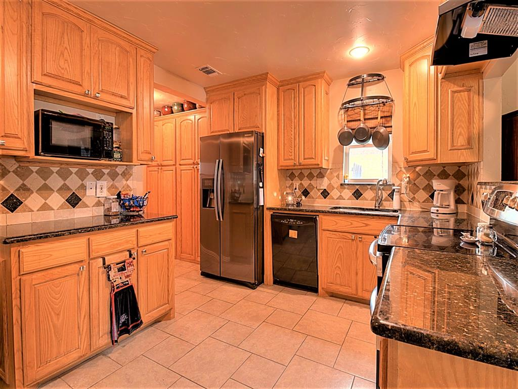 616 Creekview  Drive, Burleson, Texas 76028 - acquisto real estate best real estate company to work for