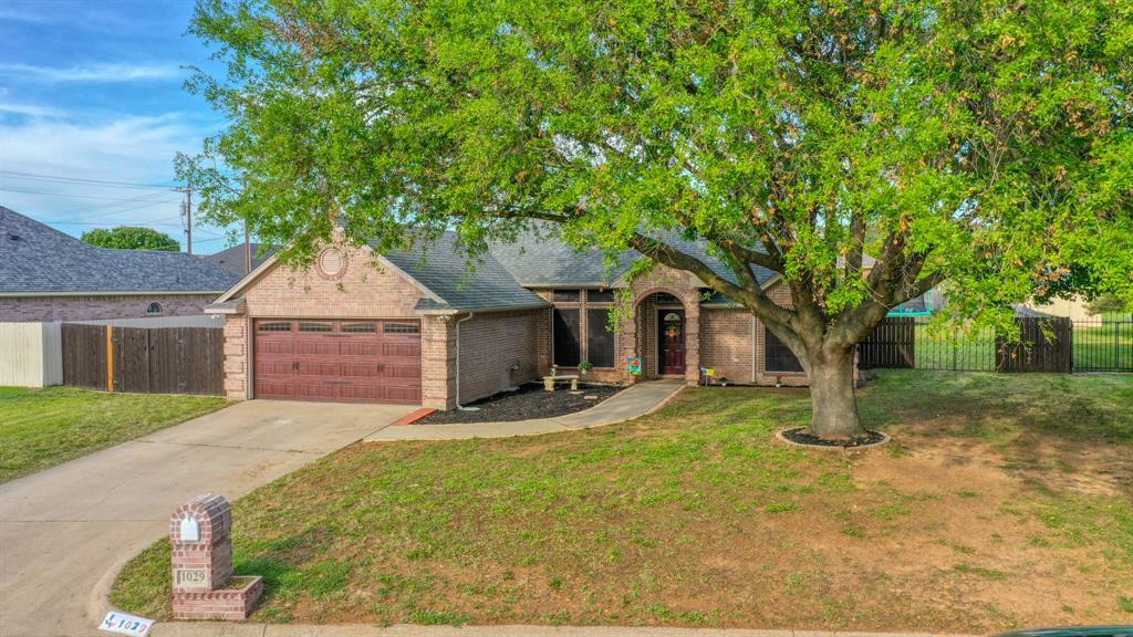 1029 Calinco  Drive, Granbury, Texas 76048 - acquisto real estate best negotiating realtor linda miller declutter realtor