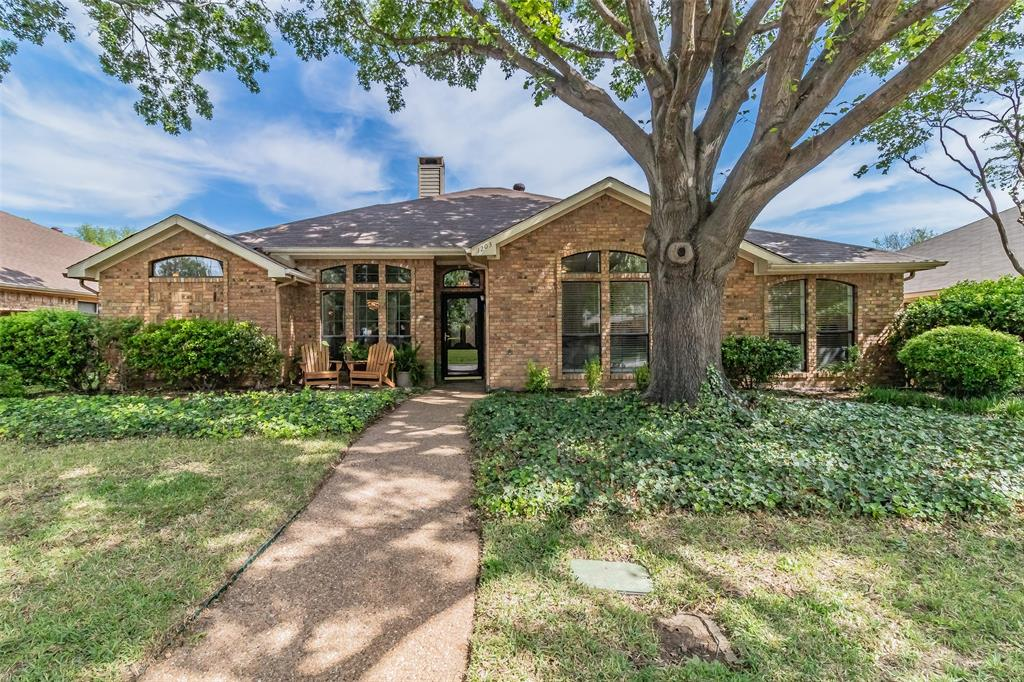 1203 Cloudy Sky  Lane, Lewisville, Texas 75067 - Acquisto Real Estate best plano realtor mike Shepherd home owners association expert