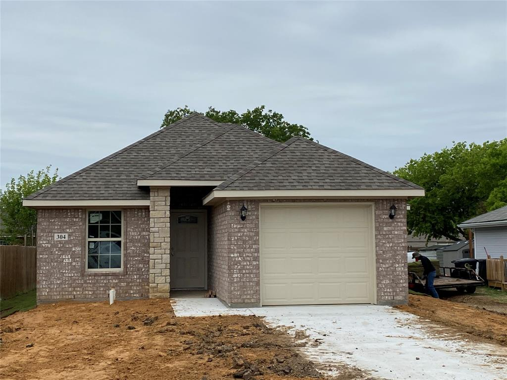 304 Lipscomb  Street, Cleburne, Texas 76033 - Acquisto Real Estate best plano realtor mike Shepherd home owners association expert