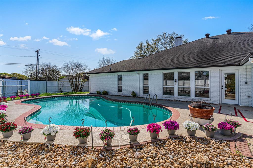 1300 Chesterton  Drive, Richardson, Texas 75080 - acquisto real estate best plano real estate agent mike shepherd