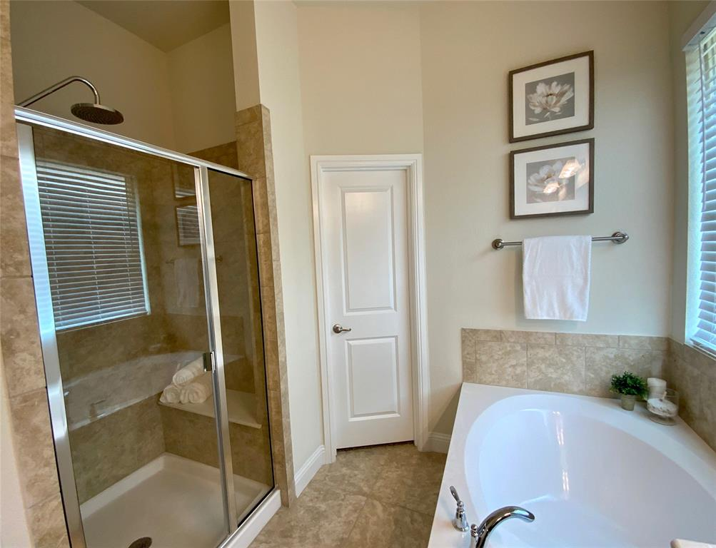 1812 Spinnaker Drive, Denton, Texas 76210 - acquisto real estate best photos for luxury listings amy gasperini quick sale real estate