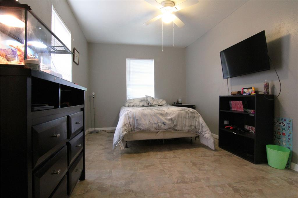 1013 Black  Street, Hurst, Texas 76053 - acquisto real estate best real estate company to work for