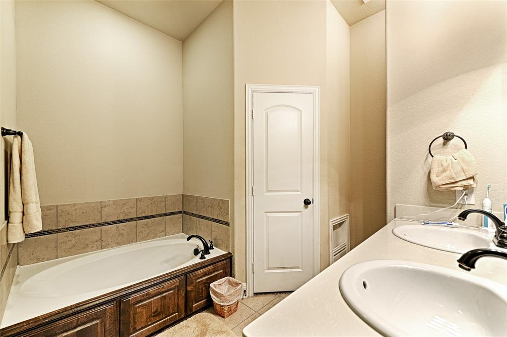 4402 Oak Bluff Drive, Melissa, Texas 75454 - acquisto real estate best designer and realtor hannah ewing kind realtor