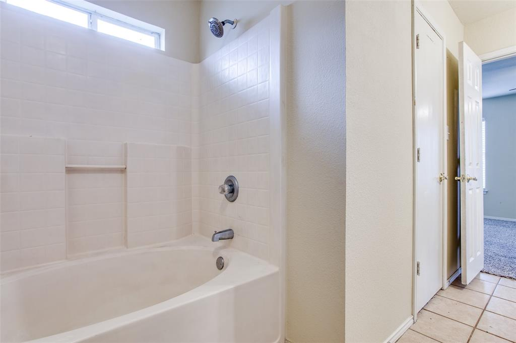 10632 Shadywood  Drive, Fort Worth, Texas 76140 - acquisto real estate best frisco real estate broker in texas for high net worth buyers