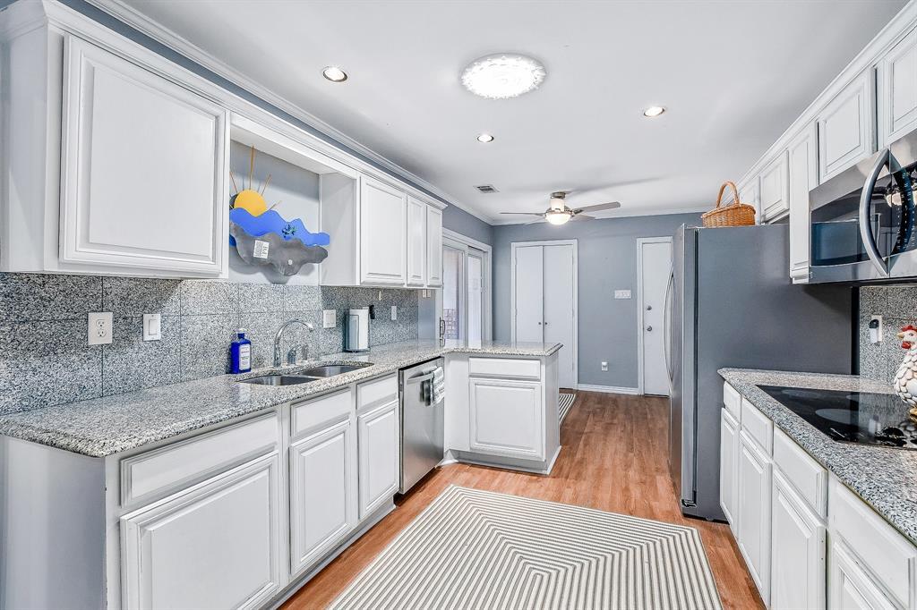 2820 Prescott  Drive, Carrollton, Texas 75006 - acquisto real estate best investor home specialist mike shepherd relocation expert