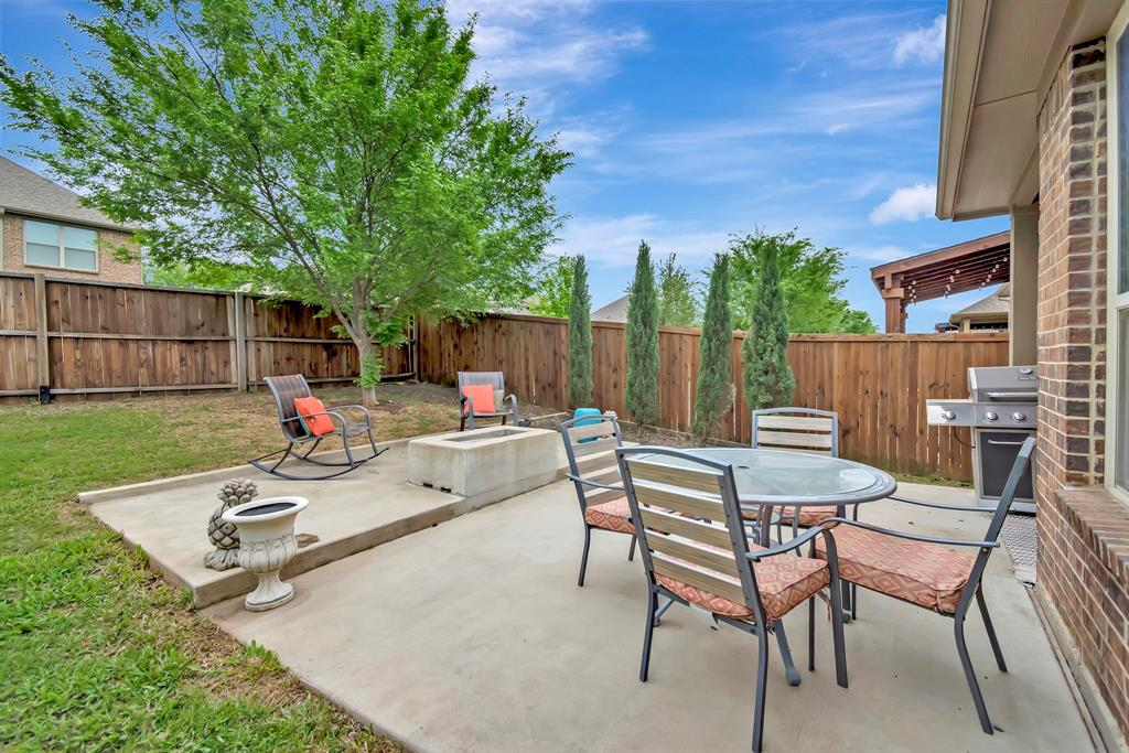 1395 Sandhurst  Drive, Roanoke, Texas 76262 - acquisto real estate best negotiating realtor linda miller declutter realtor