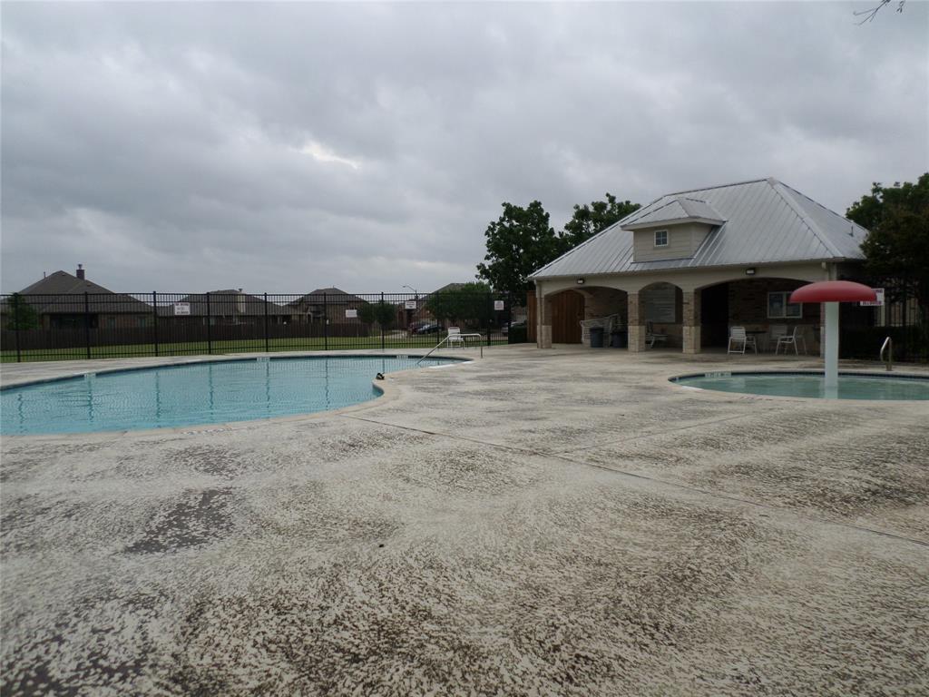 16 Spring Garden  Drive, Edgecliff Village, Texas 76134 - acquisto real estate best frisco real estate broker in texas for high net worth buyers