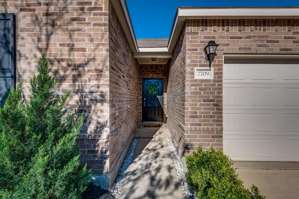 7709 Berrenda Drive, Fort Worth, Texas 76131 - acquisto real estate best park cities realtor kim miller best staging agent