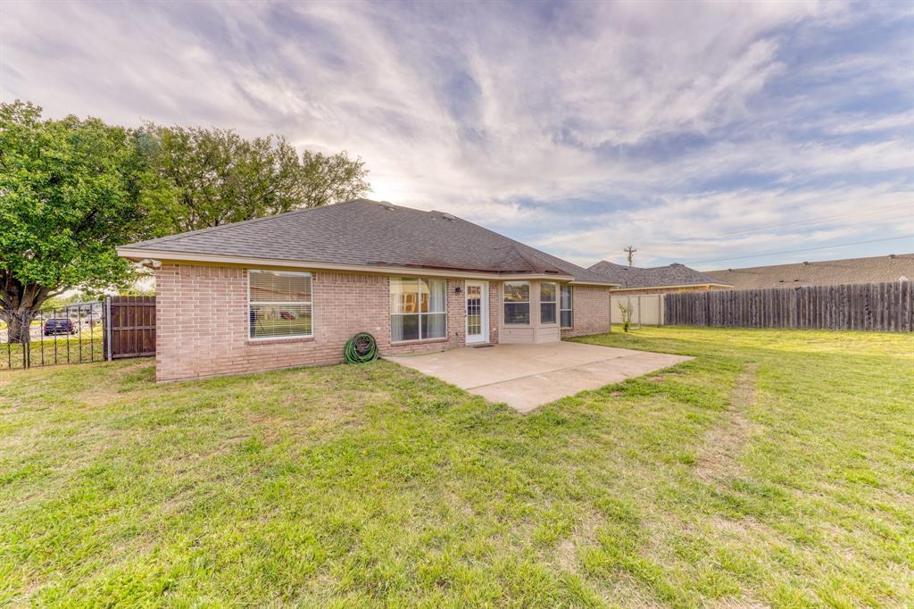 1029 Calinco  Drive, Granbury, Texas 76048 - acquisto real estate best realtor dfw jody daley liberty high school realtor