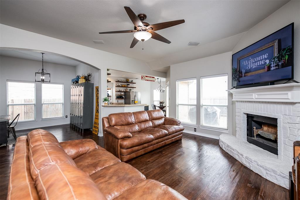 1482 Park Crest Drive, Crowley, Texas 76036 - acquisto real estate best luxury buyers agent in texas shana acquisto inheritance realtor