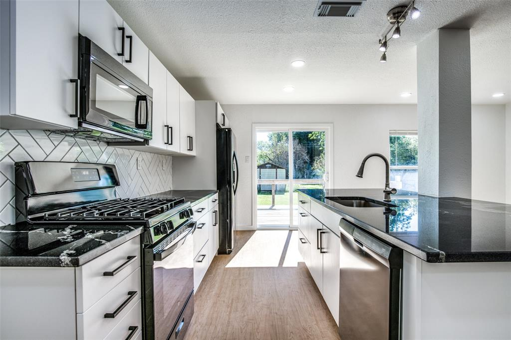 1434 Oak Cliff  Boulevard, Dallas, Texas 75208 - acquisto real estate best new home sales realtor linda miller executor real estate