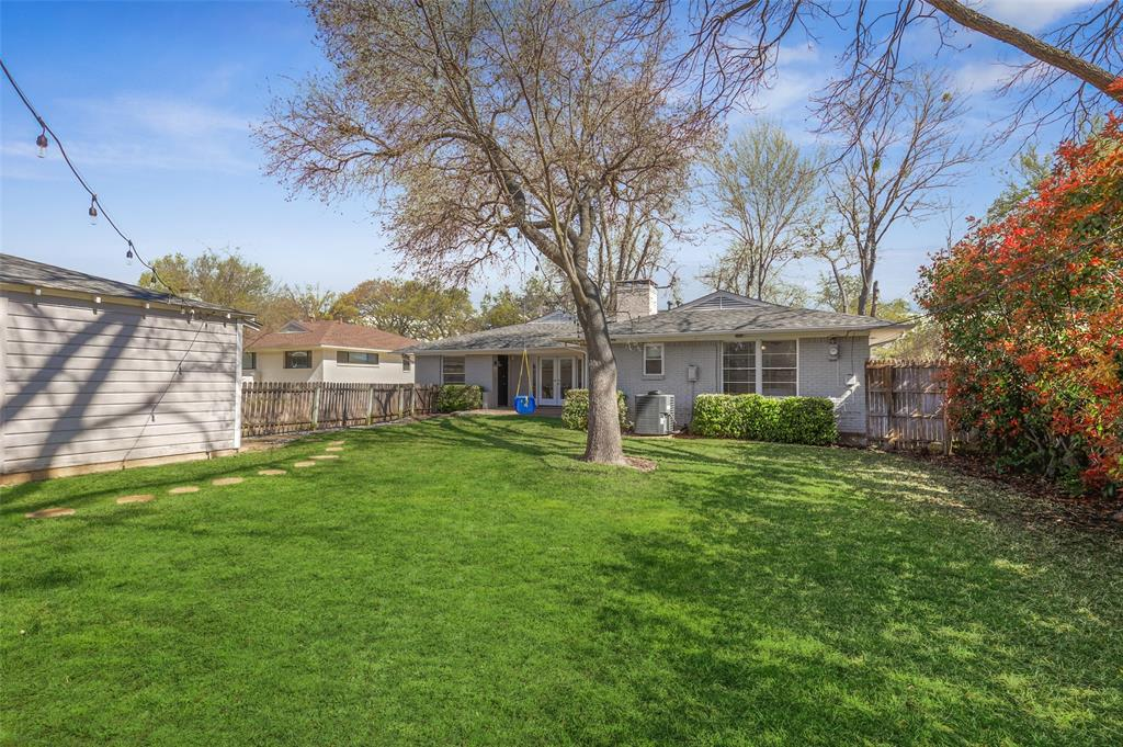 6222 Crestmont Drive, Dallas, Texas 75214 - acquisto real estate best realtor dfw jody daley liberty high school realtor